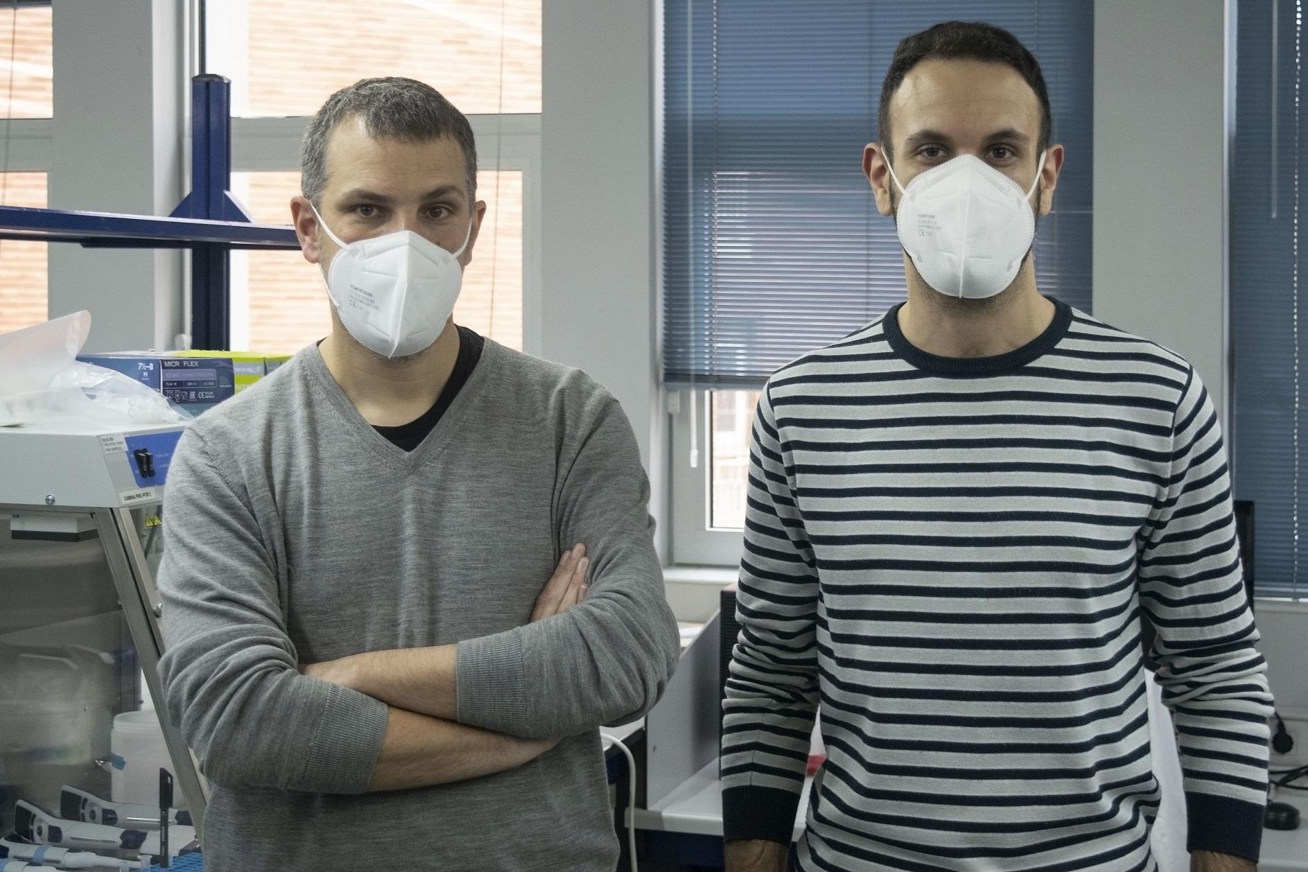 Iñaki Comas y Miguel Moreno Molina, investigadores del Instituto de Biomedicina de Valencia