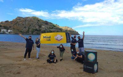 MEDNIGHT lleva la ciencia a la playa de València con 'Mind the Lab'