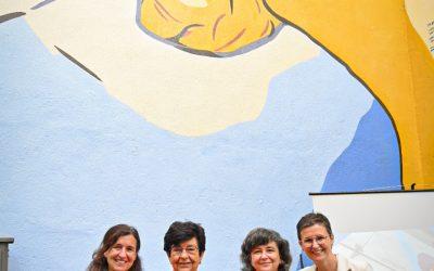 La investigadora del CSIC Elvira Costell presenta el seu mural del projecte 'Dones de Ciència'